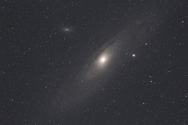 Andromedaversuch 2016 - roh, kein Stack, keine Bearbeitung. 5 Min. Belichtung ohne Guiding