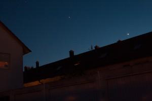 Jupiter und Venus strahlen am Abendhimmel