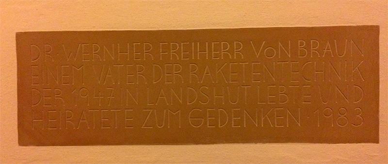 Gedenktafel für Wernher von Braun im Landshuter Rathaus